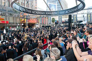 Oscar® saves Red Carpet seats for fans