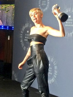 Miley Cirus wins Video of the Year