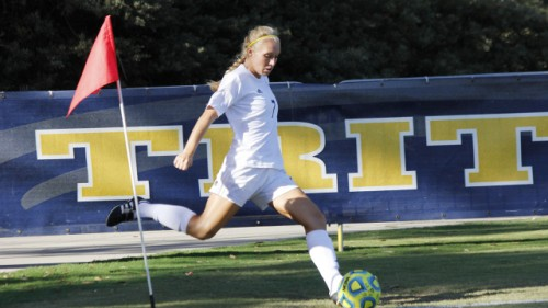 Jordyn McNutt's corner kick had led to the lone goal of Tuesday's contest prior to the lightning. Photo: Nick Feller/UCSD