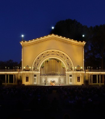 Captivating, free concerts under the stars at the Centennial Summer International Organ Festival in San Diego draw huge crowds of music lovers to Balboa Park every summer. Photo: Robert Lang